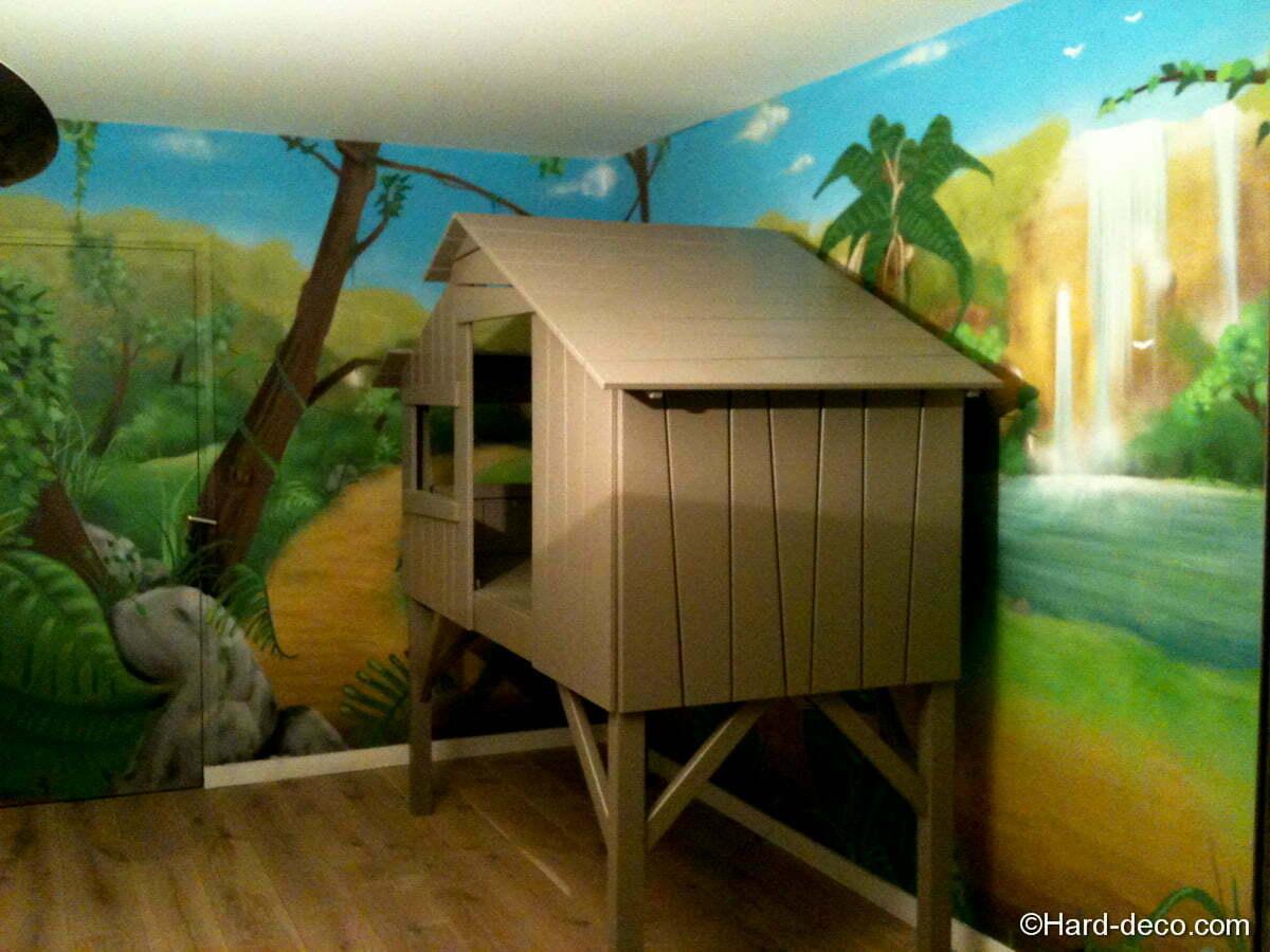 Lit cabane avec décoration jungle - Hard Deco