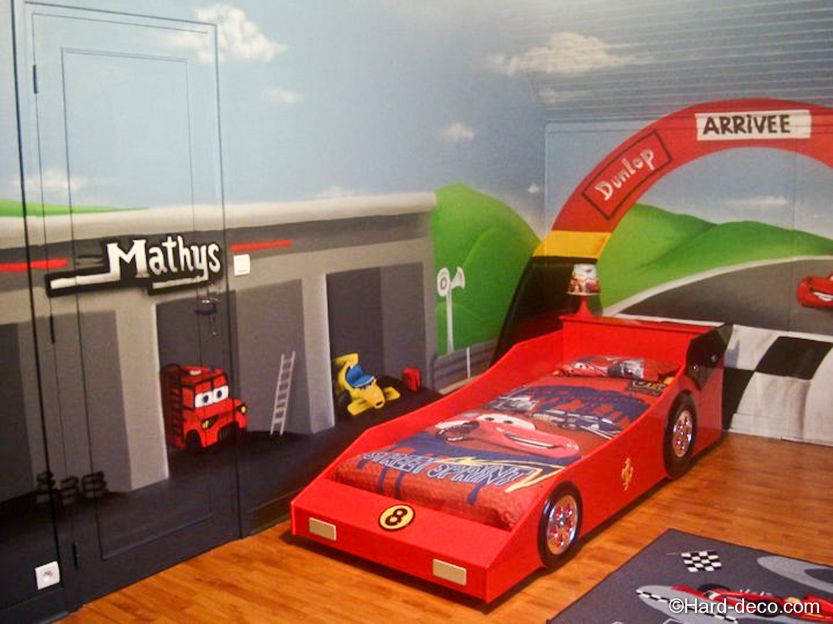 Chambre cars avec circuit hard deco for Decoration chambre cars