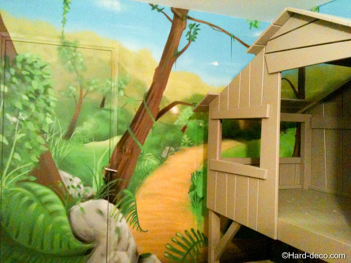 Chambre Ado Jungle : Lit cabane avec décoration jungle hard deco