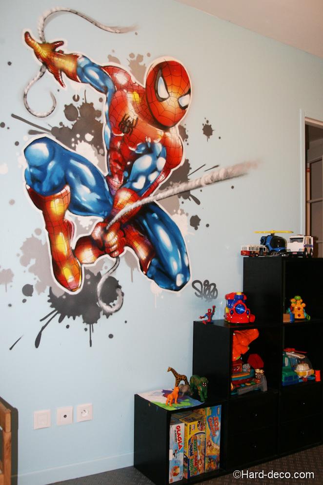Décoration graffiti sur le thème de spiderman