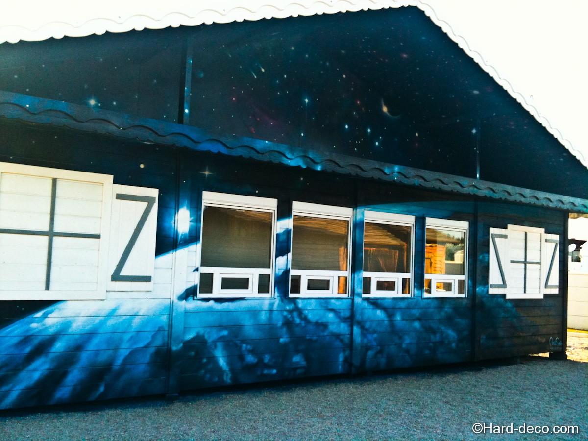 fresque graffiti sur le thème planètes