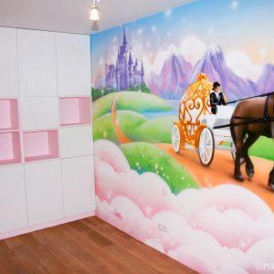 Fresque féérique pour une chambre de petite fille, comme un rêve de princesse