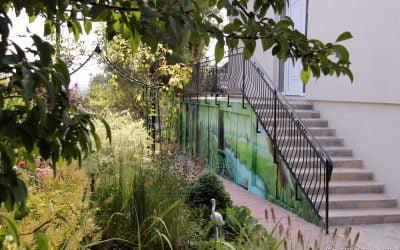 Mur de jardin sous bois