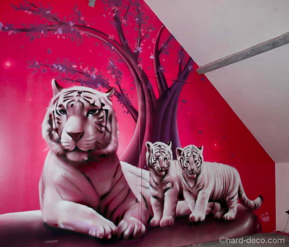 d coration d 39 une chambre de fille sur le th me des tigres blancs. Black Bedroom Furniture Sets. Home Design Ideas