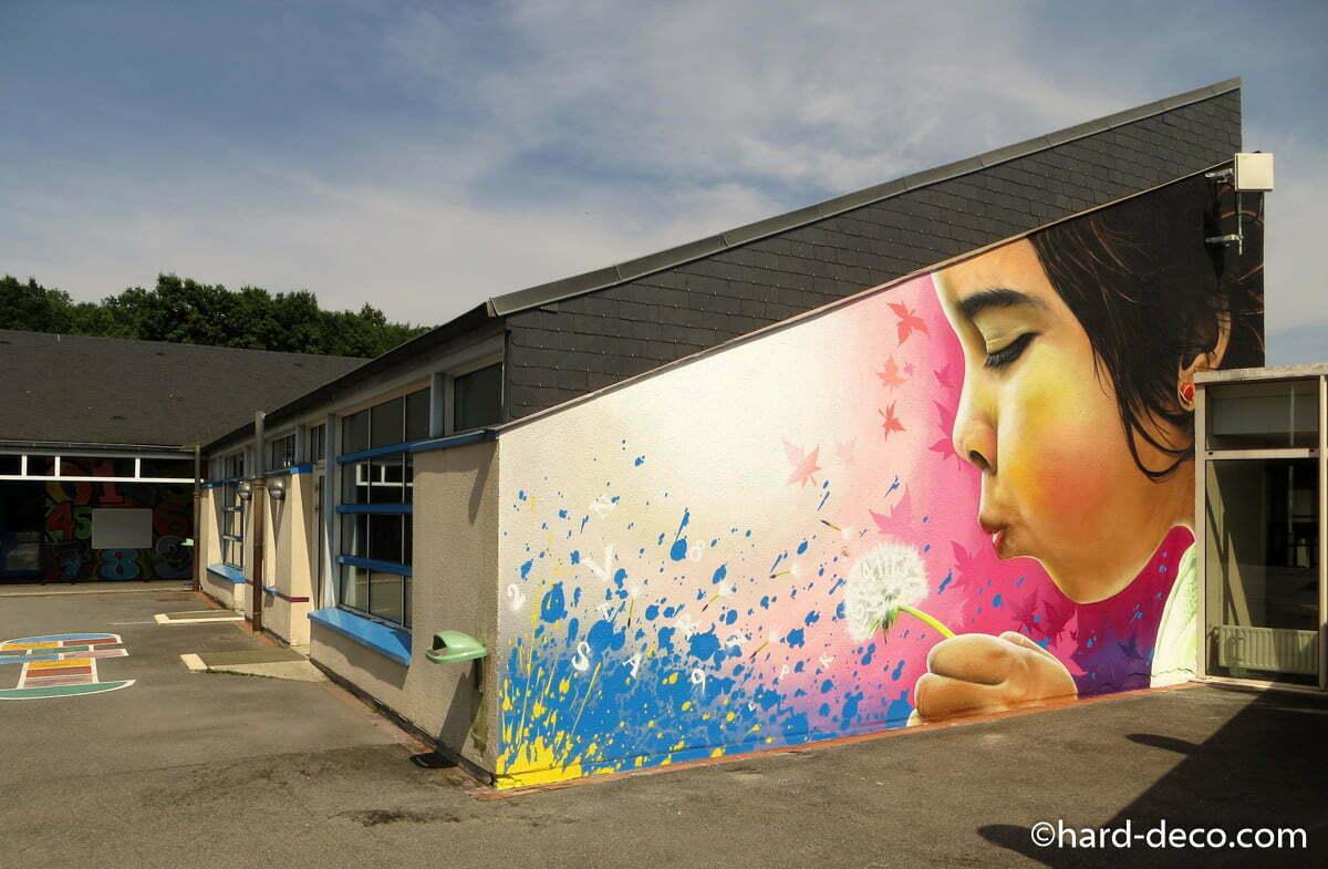 Fresque murale r alis e la bombe a rosol dans une cole for Fresque carrelage