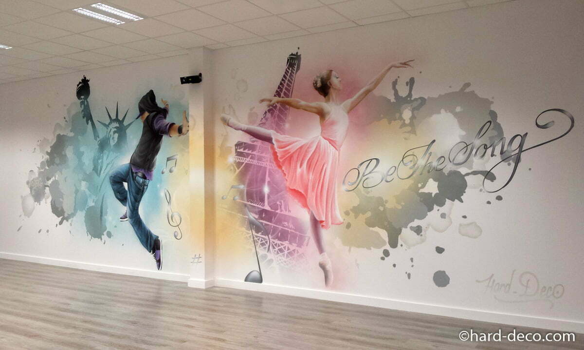 fresque murale graffiti r alis e dans une une salle de danse. Black Bedroom Furniture Sets. Home Design Ideas