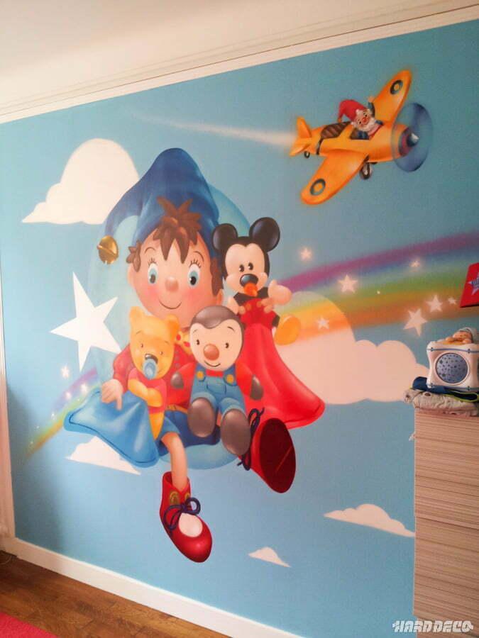 Fresque murale oui oui pour une chambre de b b for Fresque murale chambre bebe
