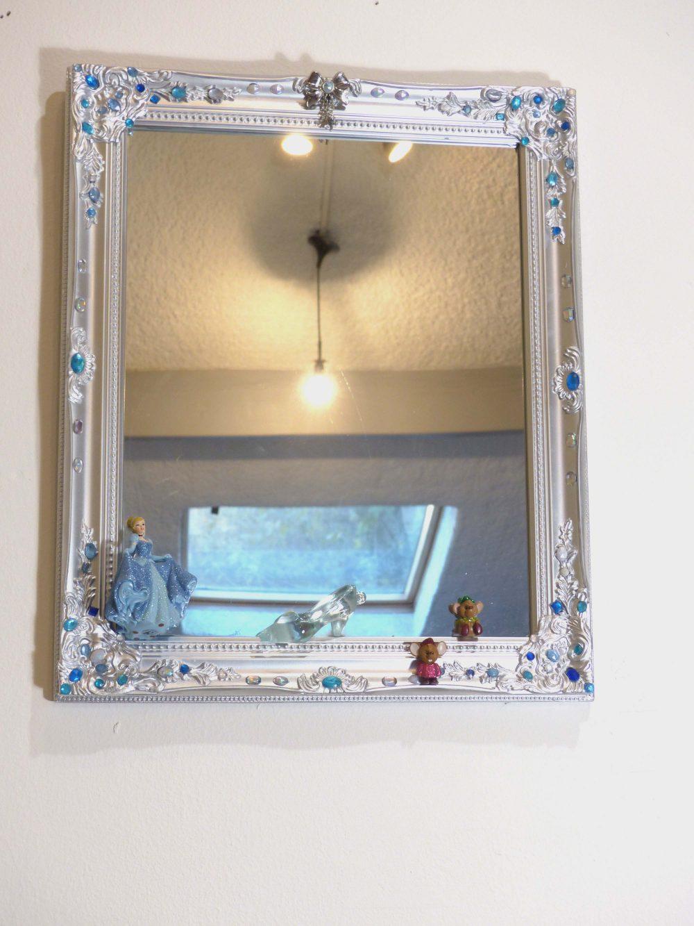 Miroir cendrillon et sa pantoufle de verre disney hard deco for Miroir 50x60