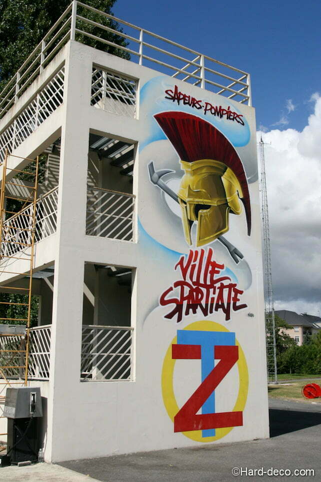 Fresque Spartiate sur la façade de la tour des pompiers de Villeparisis