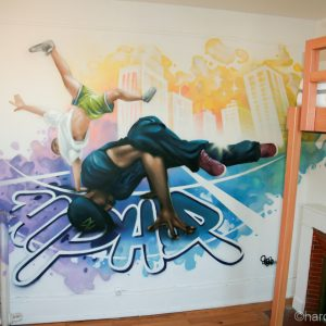 Fresque Hip Hop avec deux danseurs réalisée sur une surface de 3 mètre sur 2m.
