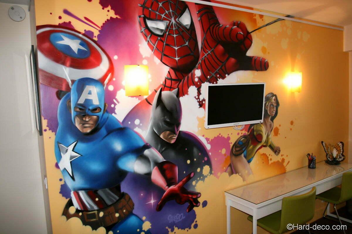 Composition Spiderman, Batman, Captain America et Wonderwoman en déco de chambre d'enfant