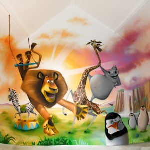 Décor personnages de Madagascar sur fond de coucher de soleil sur la jungle