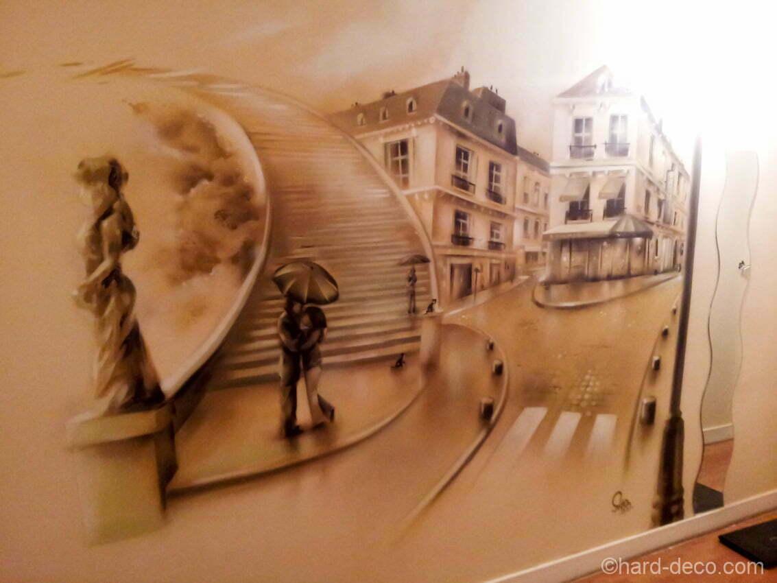 Le côté salon de la suite et sa vue sur Paris