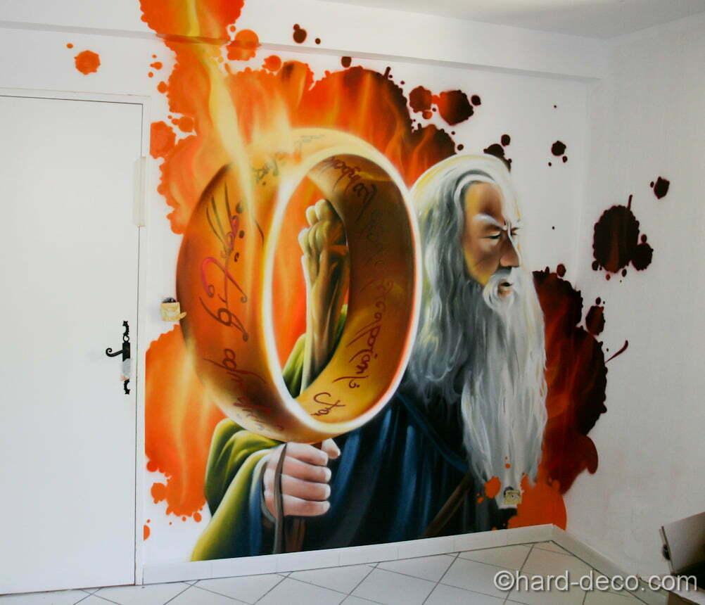 Fresque composée de l'anneau et Gandalf le gris